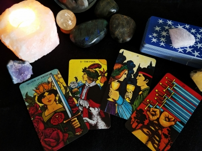 How to Approach a Tarot Reading